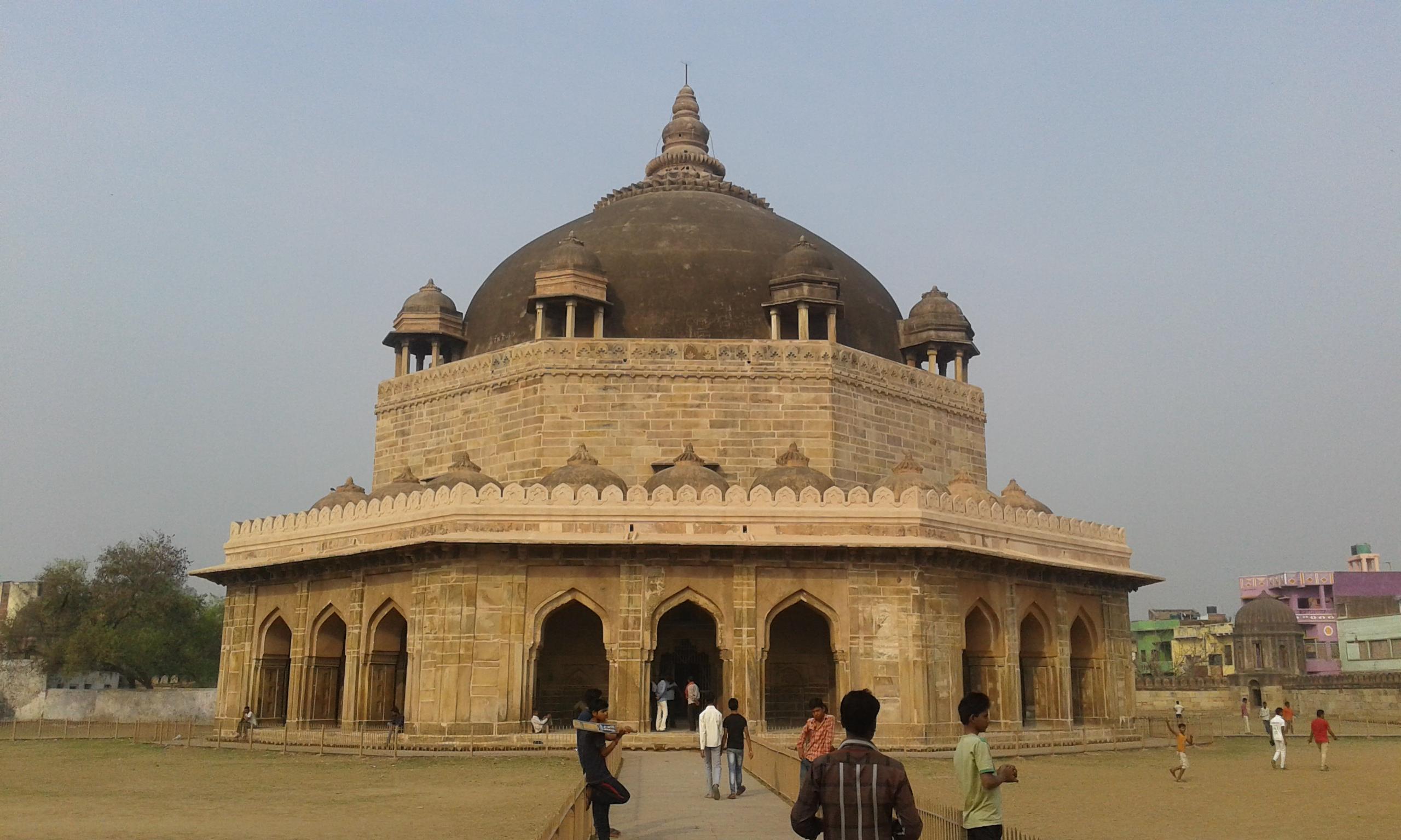 Hasanshah suri Tomb